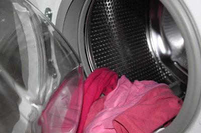 服を傷めず洗濯するコツ_色柄物と分ける