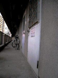 ゴキブリの侵入経路_玄関