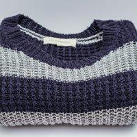 伸びてしまったセーター