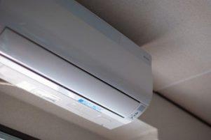 エアコンはこまめにオンオフしては電気代が高くなる