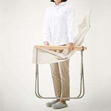 狭い部屋には折りたためる家具が便利_ニーチェアX